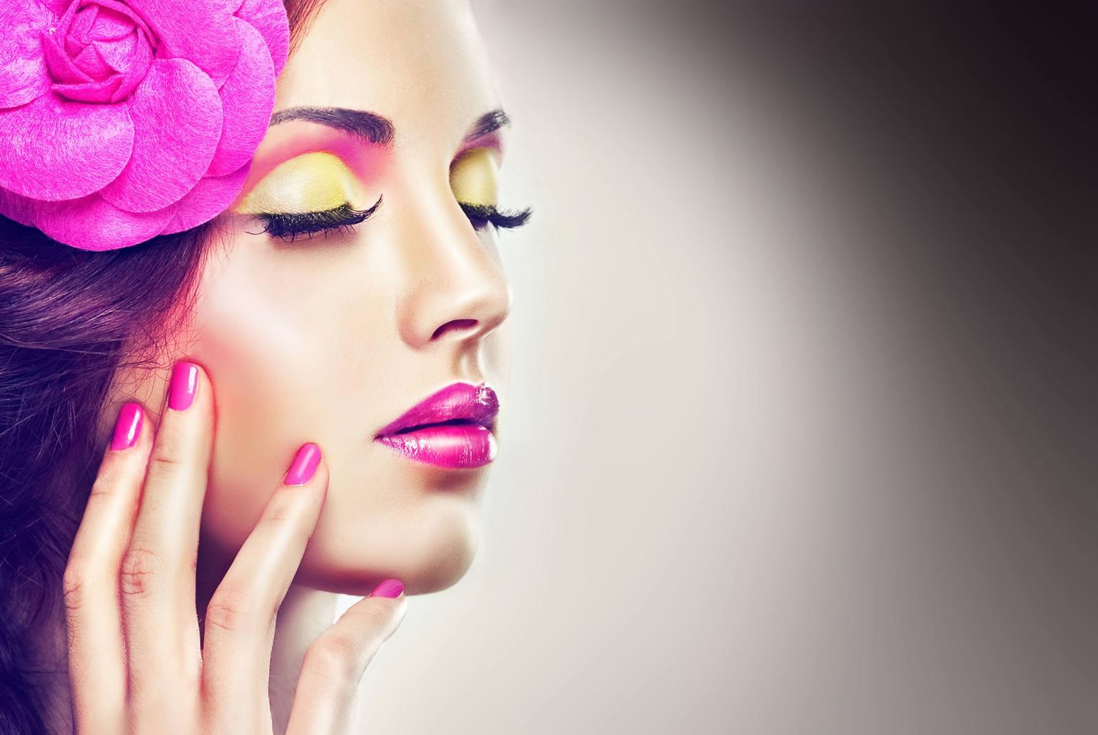 Девушка с рекламы косметики